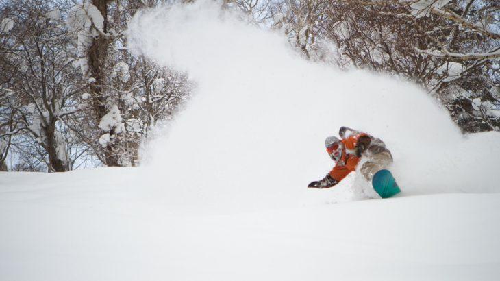 雪だ!新雪だ!パウダーだ!!!パウダーの滑り方と適したボードの選び方