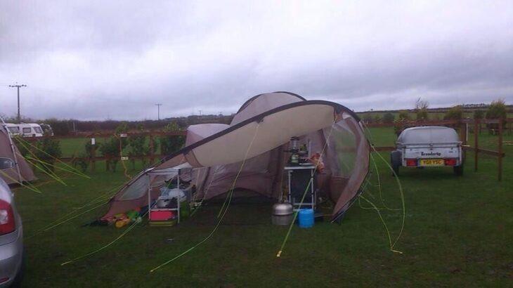 キャンプでの風対策! 強風時の注意点やテクニック!